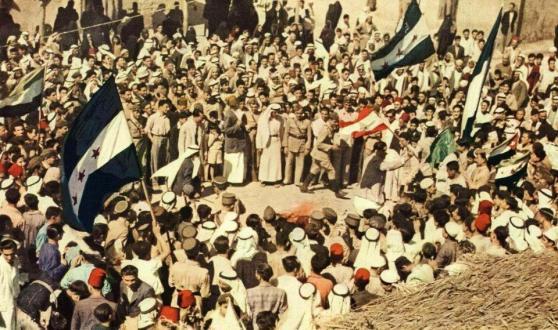 صورة نشرت في مجلة ناشيونال جيوغرافيك في كانون الاول 1946 تبين احتفالات اهالي دير الزور بالاستقلال